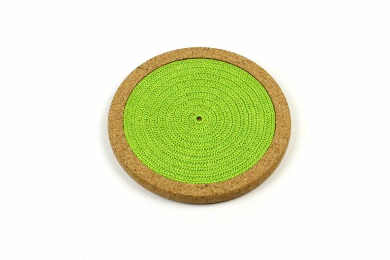 Base de cortiça, com linha verde alface, com 18 cm de diâmetro