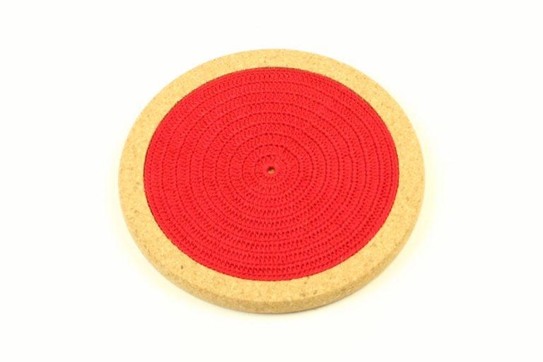 Base de cortiça, com linha vermelho vivo, com 18 cm de diâmetro
