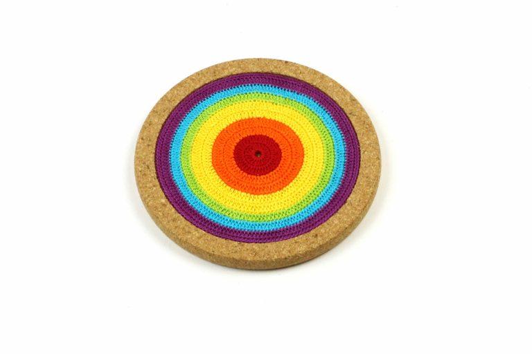 Base de cortiça com linha arco-íris, com 18 cms de diâmetro
