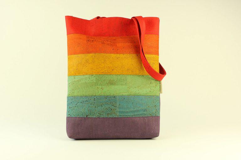 Saco em tecido de cortiça, com as cores do arco-íris, com 32 x 40 cm