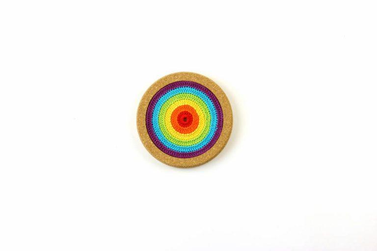 Base de cortiça, com linha, arco-íris, com 12 cms de diâmetro