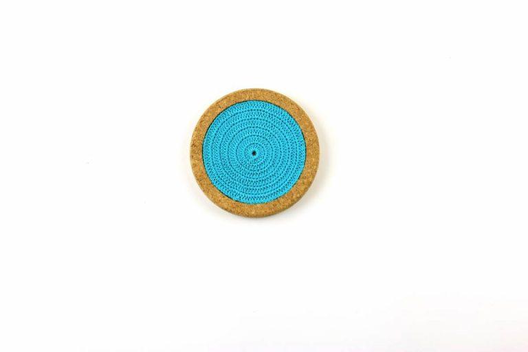 Base de cortiça, com linha azul turquesa, com 12 cms de diâmetro