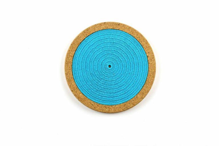 Base de cortiça, com linha azul turquesa, com 18 cms de diâmetro