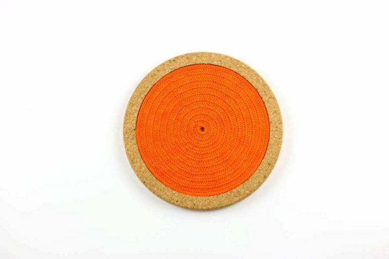 Base de cortiça, com linha laranja, com 18 cms de diâmetro
