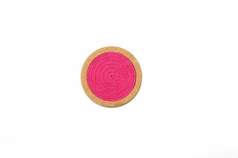 Base de cortiça, com linha rosa vivo, com 12 cms de diâmetro
