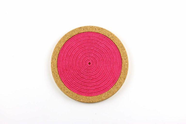 Base de cortiça, com linha rosa vivo, com 18 cms de diâmetro