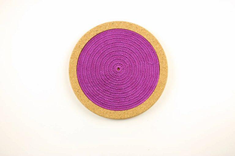 Base de cortiça, com linha roxa, com 18 cms de diâmetro
