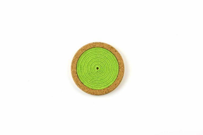 Base de cortiça, com linha verde alface, com 12 cms de diâmetro