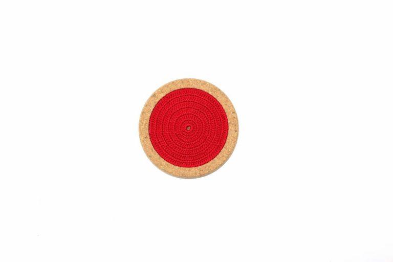 Base de cortiça, com linha vermelho vivo, com 12 cms de diâmetro