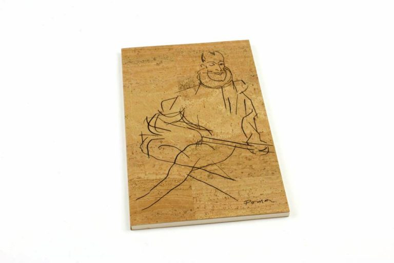 Caderno A5+, com capa em cortiça natural, com desenho de Luís de Camões, por Júlio Pomar