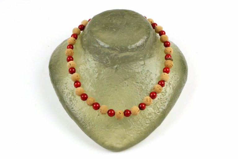 Colar bolas pequenas (12 mm) de cortiça e pedra vermelha