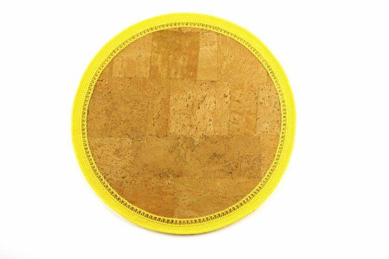 Marcador para pratos, com tecido de cortiça natural e linha amarelo vivo, com 34 cm de diâmetro