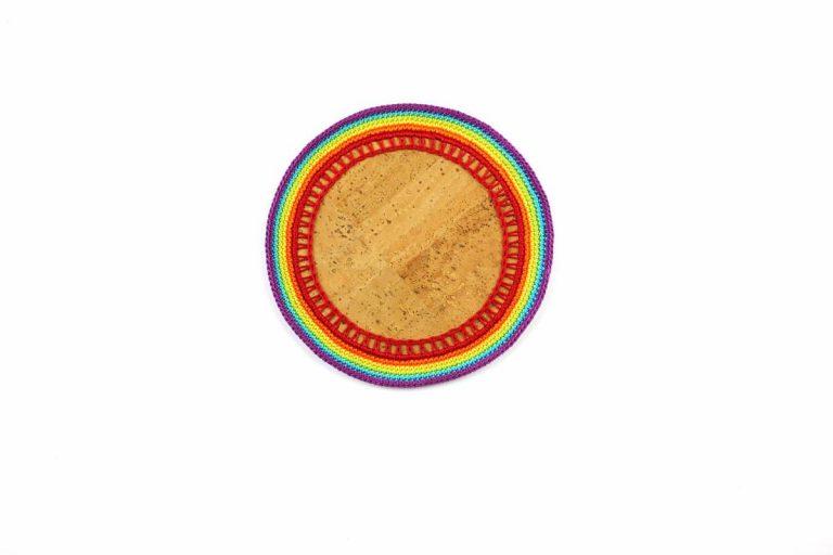 Marcador para pratos, com tecido de cortiça natural e linha, arco-íris, com 15 cm de diâmetro