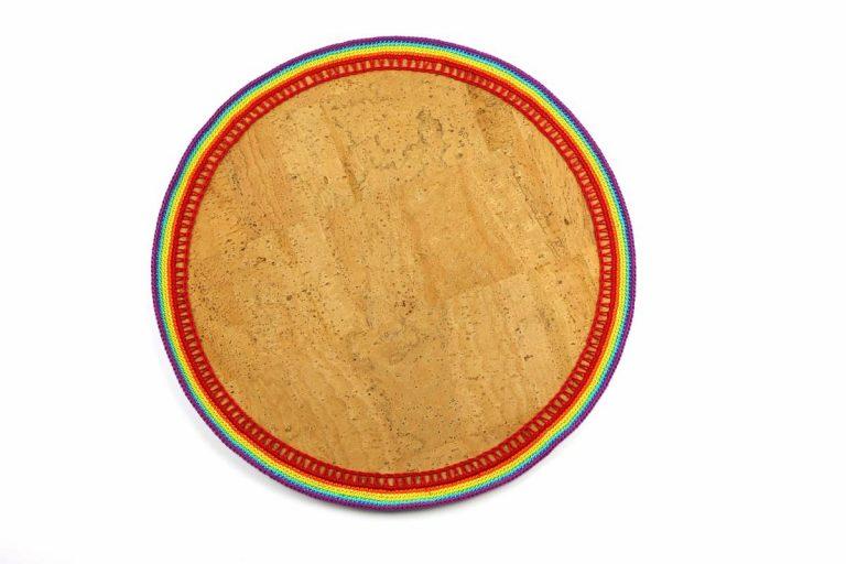 Marcador para pratos, com tecido de cortiça natural e linha, arco-íris, com 34 cm de diâmetro