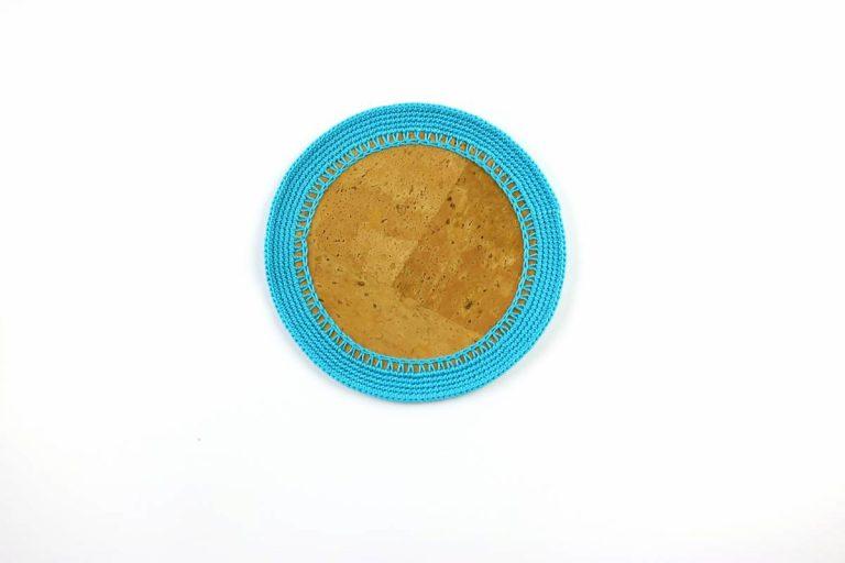 Marcador para pratos, com tecido de cortiça natural e linha azul turquesa, com 15 cm de diâmetro