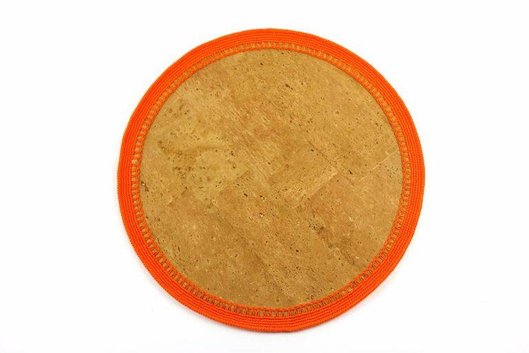 Marcador para pratos, com tecido de cortiça natural e linha laranja, com 34 cm de diâmetro