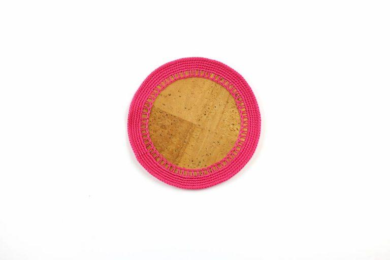 Marcador para pratos, com tecido de cortiça natural e linha rosa vivo, com 15 cm de diâmetro