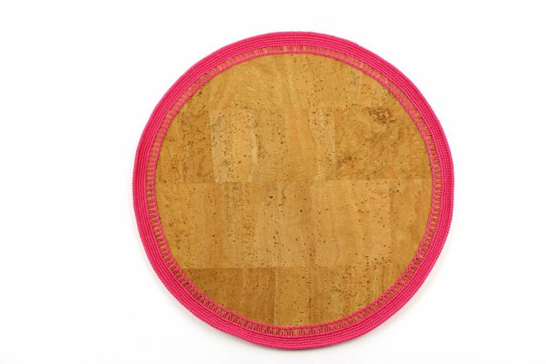 Marcador para pratos, com tecido de cortiça natural e linha rosa vivo, com 34 cm de diâmetro